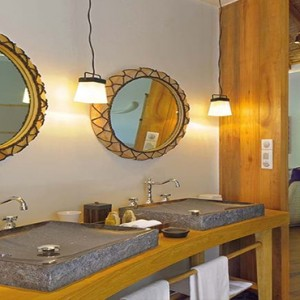 Constance Moofushi - Luxury Maldives Honeymoon Packages - Beach Villa bathroom