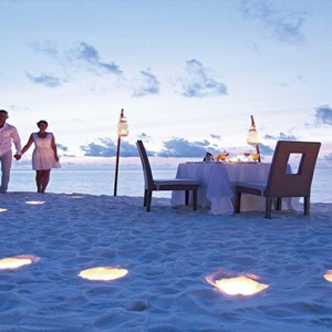 Constance Moofushi - Luxury Maldives Honeymoon Packages - Candlelit dinner on beach