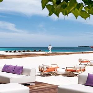 Constance Moofushi - Luxury Maldives Honeymoon Packages - Manta bar1