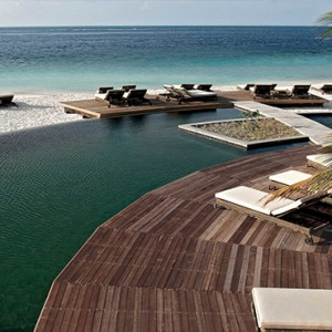 Constance Moofushi - Luxury Maldives Honeymoon Packages - Outdoor infinity pool