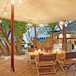 Constance Moofushi - Luxury Maldives Honeymoon Packages - Restaurant