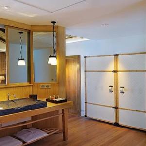 Constance Moofushi - Luxury Maldives Honeymoon Packages - Water Villa Bathroom1