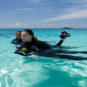 Constance Moofushi - Luxury Maldives Honeymoon Packages - diving1