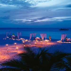 Diamonds Athuruga - Luxury Maldives Honeymoon Packages - Private dining on beach
