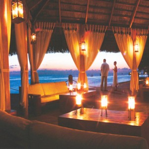 Diamonds Athuruga - Luxury Maldives Honeymoon Packages - couple dining