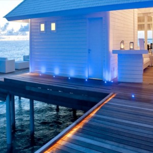 Diamonds Athuruga - Luxury Maldives Honeymoon Packages - dining with the stars1