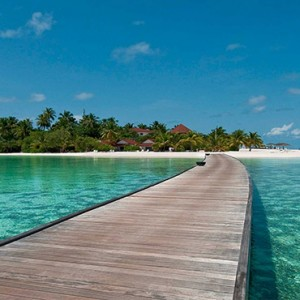 Diamonds Athuruga - Luxury Maldives Honeymoon Packages - jetty