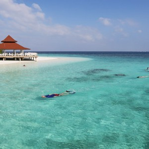 Diamonds Athuruga - Luxury Maldives Honeymoon Packages - snorkelling