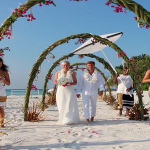 Diamonds Athuruga - Luxury Maldives Honeymoon Packages - wedding on beach