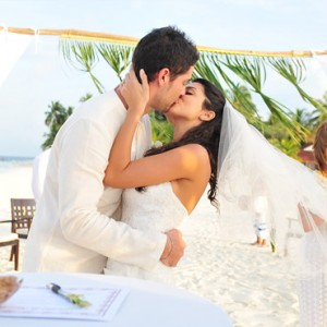 Diamonds Athuruga - Luxury Maldives Honeymoon Packages - wedding2
