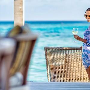 Hurawalhi Island - Luxury Maldives Honeymoon Packages - Aquarium bar