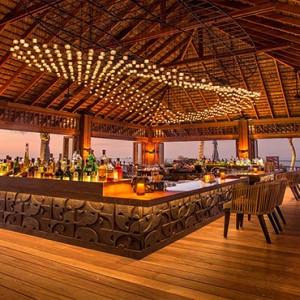 Hurawalhi Island - Luxury Maldives Honeymoon Packages - Coco Bar