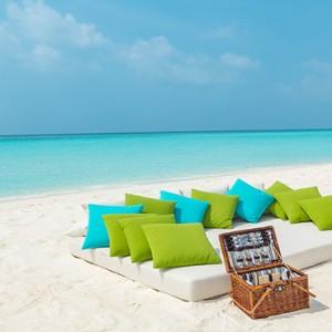 Hurawalhi Island - Luxury Maldives Honeymoon Packages - beach picnic