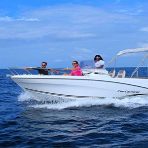 Hurawalhi Island - Luxury Maldives Honeymoon Packages - speed boat