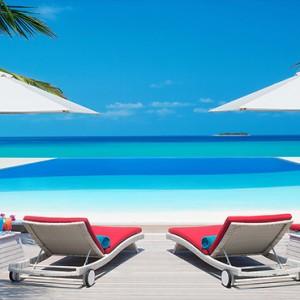 JA Manafaru - Luxury Maldives Honeymoon Packages - Infinity bar and pool