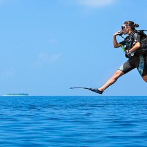 JA Manafaru - Luxury Maldives honeymoon packages - Diving excursion