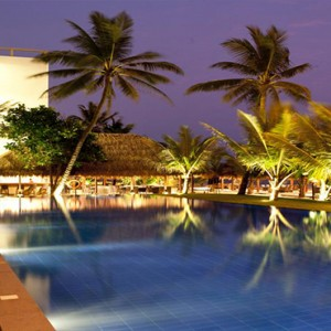 Jetwing Sea - Luxury Sri Lanka Honeymoon Packages - pool at night