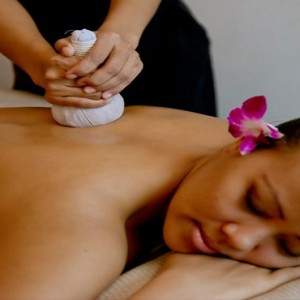Kandolhu Maldives - Luxury Maldives Honeymoon Packages - Spa massage