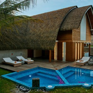 Kandolhu Maldives - Luxury Maldives Honeymoon Packages - Spa pool