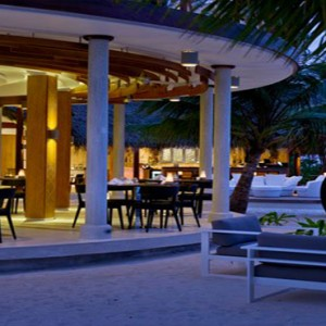 Kandolhu Maldives - Luxury Maldives Honeymoon Packages - The Market at night