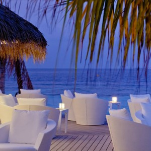 Kandolhu Maldives - Luxury Maldives Honeymoon Packages - Vilu Bar