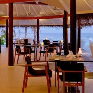 Kandolhu Maldives - Luxury Maldives Honeymoon Packages - Vilu Bar interior