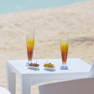 Kandolhu Maldives - Luxury Maldives Honeymoon Packages - drinks on the beach