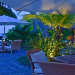 Kuramathi Maldives - Luxury Maldives Honeymoon Packages - Bar at night