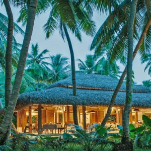 Kuramathi Maldives - Luxury Maldives Honeymoon Packages - Duniye restaurant