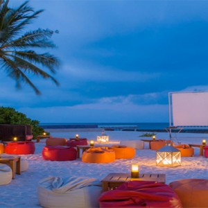 Kuramathi Maldives - Luxury Maldives Honeymoon Packages - Evening entertainment