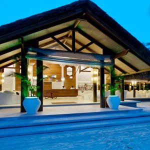 Kuramathi Maldives - Luxury Maldives Honeymoon Packages - Reception