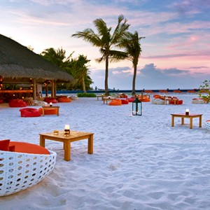 Kuramathi Maldives - Luxury Maldives Honeymoon Packages - Sand Bar