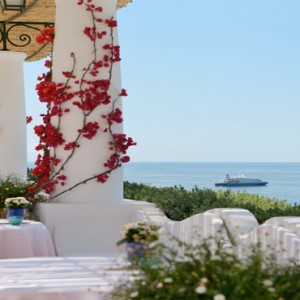 Le Sirenuse - Luxury Italy Honeymoon Packages - Pool Restaurant bar