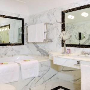 Le Sirenuse - Luxury Italy Honeymoon Packages - Pool Terrace view bathroom