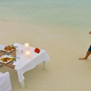 Maafushivaru - Luxury Maldives Honeymoon Packages - A la carte dining1