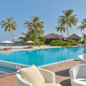 Maafushivaru - Luxury Maldives Honeymoon Packages - Infinity pool