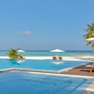 Maafushivaru - Luxury Maldives Honeymoon Packages - Infinity pool1