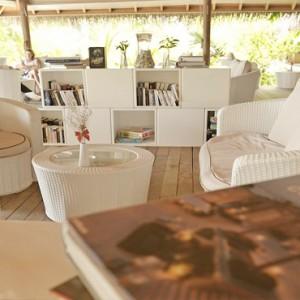Maafushivaru - Luxury Maldives Honeymoon Packages - Library Lounge