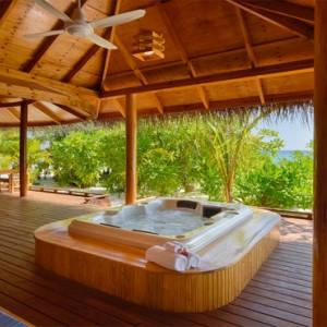 Maafushivaru - Luxury Maldives Honeymoon Packages - Lonubo Maldives (Private Island) jacuzzi on deck