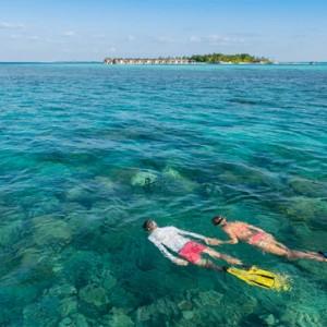 Maafushivaru - Luxury Maldives Honeymoon Packages - Snorkelling
