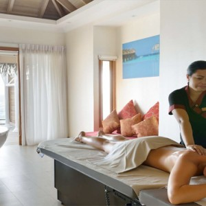 Maafushivaru - Luxury Maldives Honeymoon Packages - Spa massage