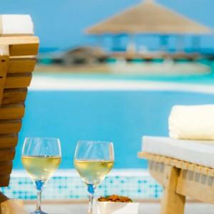 Maafushivaru - Luxury Maldives Honeymoon Packages - Water bar