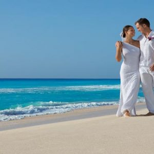 Mexico Honeymoon Packages Secrets The Vine Cancun Bride And Groom On Beach