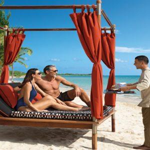 Mexico Honeymoon Packages Zoetry Paraiso De La Bonita Riviera Maya Couple On The Bali Bed Butler Service