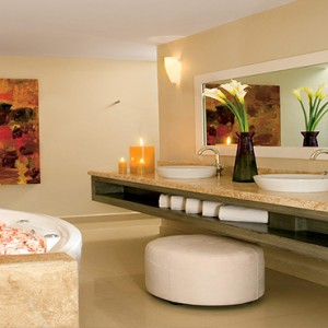 Mexico Honeymoons Packages Secrets Silversands Riviera Cancun – Presidential Suite Bathroom
