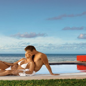 Mexico Honeymoons Packages Secrets Silversands Riviera Cancun – Couple At Jacuzzi