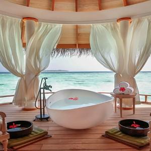 Milaidhoo Island Maldives - Luxury Maldives Honeymoon Packages - Spa bath