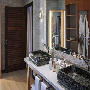 Ozen by Atmosphere at Maadhoo Island - Luxury Maldives Honeymoon Packages - Earth Villa with Pool bathroom