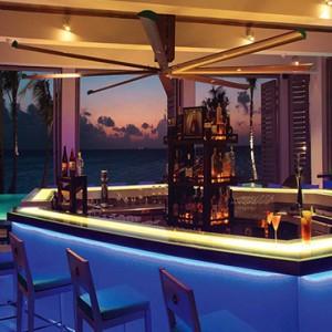 Ozen by Atmosphere at Maadhoo Island - Luxury Maldives Honeymoon Packages - Joie de vivre bar