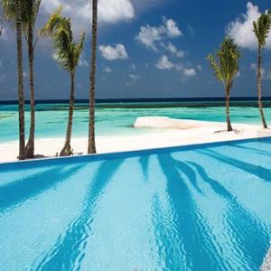 Ozen by Atmosphere at Maadhoo Island - Luxury Maldives Honeymoon Packages - Joie de vivre pool